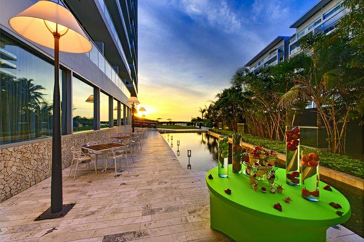 Cartagena de Indias es una ciudad que sigue ofreciendo alternativas maravillosas para las parejas de enamorados: además de sus bellas playas y su magnífica gastronomía, los novios también encontrarán románticos hoteles, como el Holiday Inn Cartagena Morros, para una luna de miel ideal.
