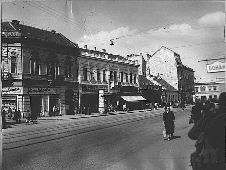 A miskolci Centrum Áruház megépülése előtti utcakép