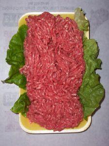 Nie je žiadny dôvod na to, aby sme sa na mleté mäso pozerali ako na lacnú náhradu za kus šťavnatého steaku či roštenky. Práve naopak. Dokáže zaujať jemnou štruktúrou a intenzívnou chuťou.