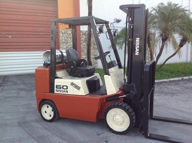 Forklift for sale in Miami 2003 Nissan model JC60LP 6,000 lbs triple mast LP Gas $10,500