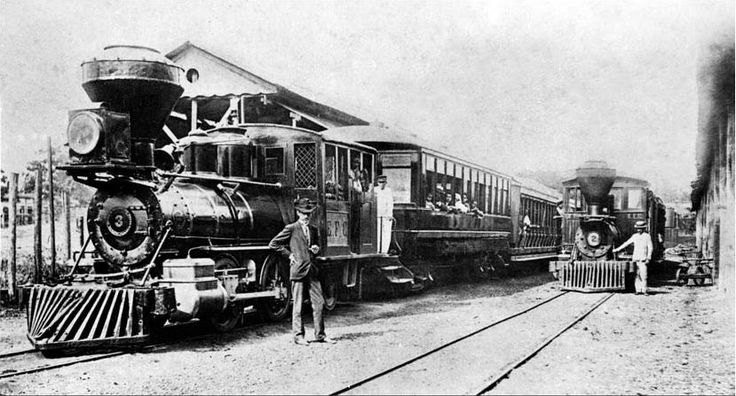 locomotiva na estacao suburbana localizada no Monte Castelo
