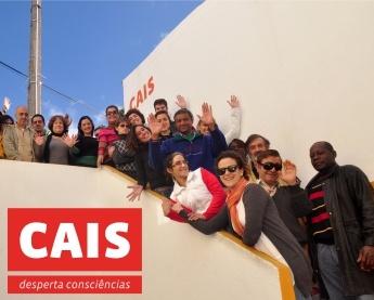 A CAIS é uma associação de solidariedade social sem fins lucrativos, fundada em 1994 para apoiar indivíduos em situação de sem-abrigo na construção de um novo projecto de vida. Trabalha com e para pessoas, colaborando na recuperação da sua autonomia e integração. Membro de várias organizações internacionais, tem ainda um importante papel na promoção do debate e reflexão sobre questões ligadas aos fenómenos da pobreza e exclusão, em Portugal e no mundo.