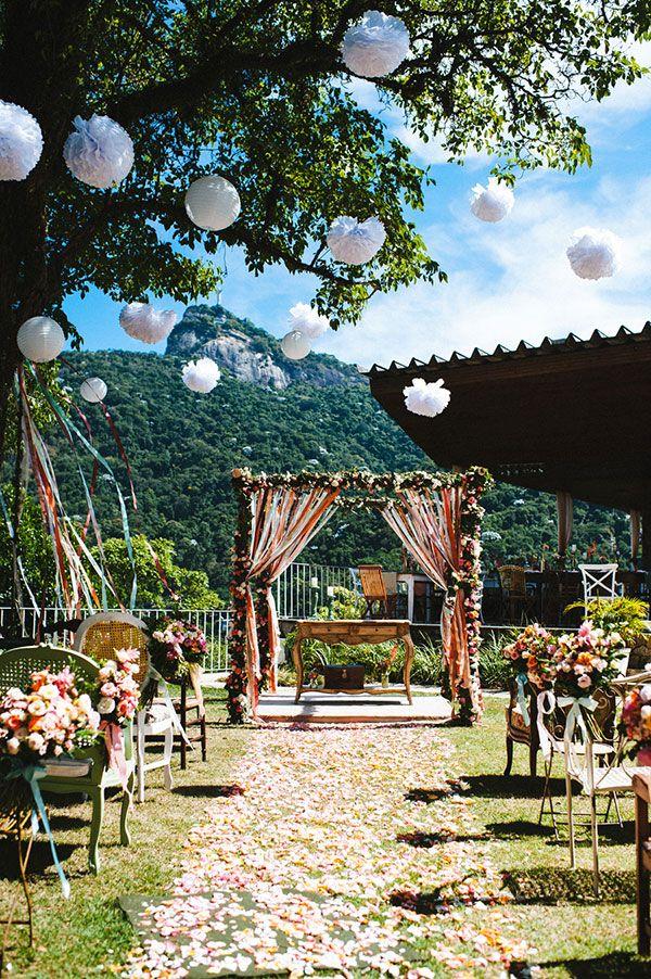 Separamos vários DIYs e ideias que você pode colocar em prática para fazer uma decoração de casamento simples e bonita!