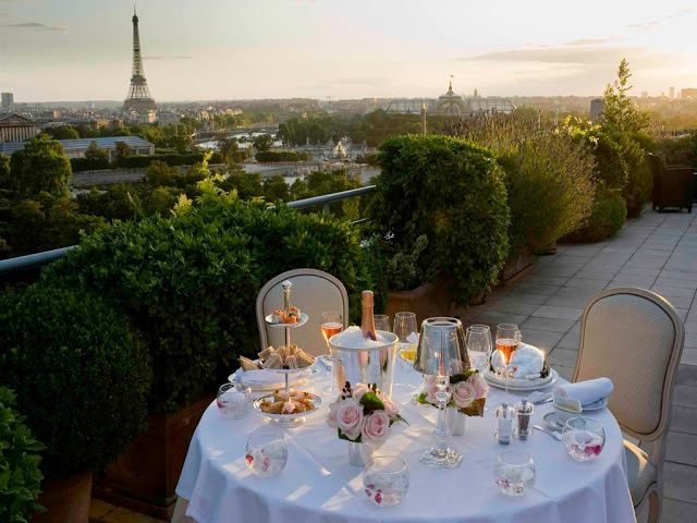 { dinner with a view of the Eiffel Tower }