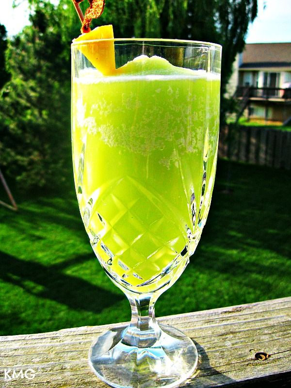 Midori Colada: Pineapple Juice Drinks, Alcohol Drinks, Piña Colada, Colada Mixed, Orzo Salad, Midori Colada, Frozen Pina, Beaches Drinks, Juice Ice