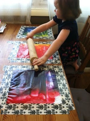 Mess free paint play - all you need are ziplock bags, paint, tape, and some utensils for sensory fun. This activity will be a HUGE hit with the kiddos :)