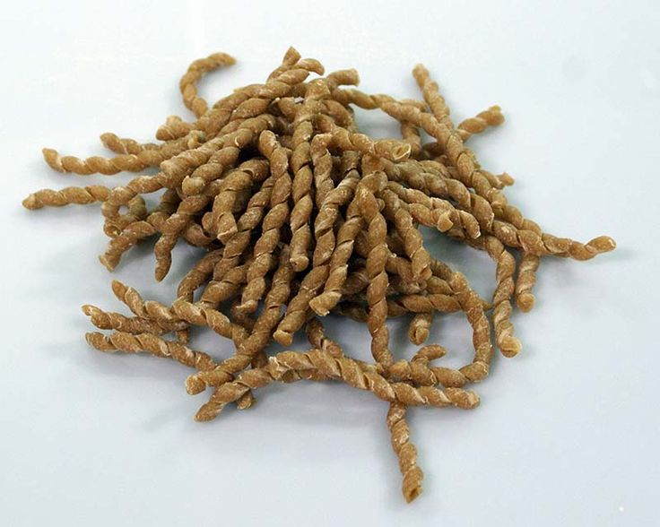 Un'idea per pranzo? Busiate #Biologiche #Molini del #Ponte #Tumminia con sugo di Melanzane... Una ricetta tutta Siciliana! #Clickfoods.it ti racconta che: La Tumminia è un'antica varietà di grano Siciliano con cariosside scura, di colore grigiastra, con basso contenuto di glutine e alto valore proteico oltre che ricca di oligoelementi presenti nel germe.  http://www.clickfoods.it/it/home/54-busiate-integrali-biologiche-molini-del-ponte-varieta-tumminia.html
