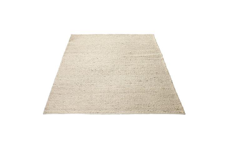 Et gulvteppe skaper ikke bare kos og varme – det bidrar også til å dele opp hjemmet i ulike soner. Dette vakre Scandinavia-teppet vil både gjøre seg godt under sofaen og under spisebordet – eller kanskje et helt annet sted i hjemmet?