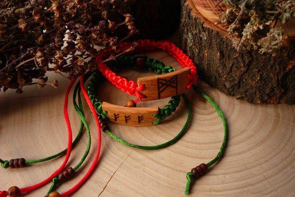 Любовный и денежный браслеты. Возможно изготовление браслетов из натурального дерева с индивидуальной рунической программой.  https://vk.com/id324167661