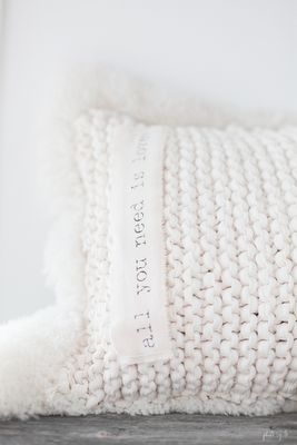 ♥ EASY-looking pillow idea. Garter stitch with chunky yarn! Add some woolly trim! :D