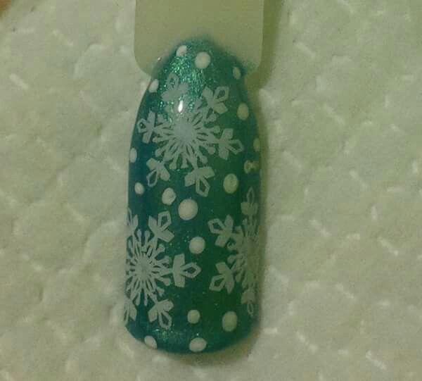 LCN #gelnails #stamping #white #blue #snowflakes #christmas #LCNproductsonly #facebookgetnailedbyApril