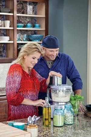 Garth Brooks Trisha Yearwood Baby Is In The Kitchen Superstar Teams With