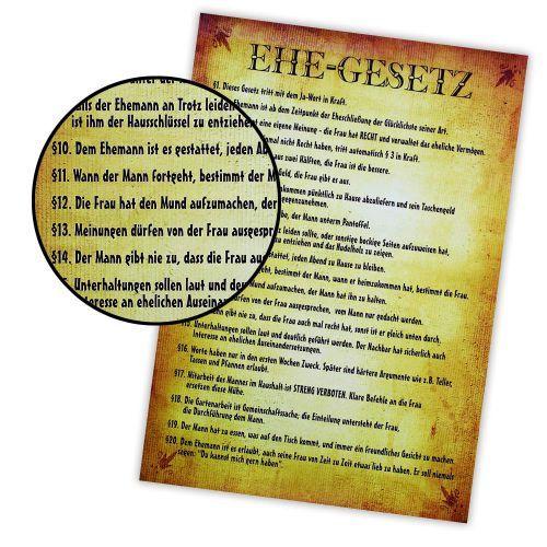 Damit es nicht zum Rosenkrieg kommt: Das lustige Poster - Ehegesetz hat 20 Paragraphen parat mit wichtigen Regeln zur Ehe. Witziger Scherzartikel, coole Urkunde und schicke Deko!