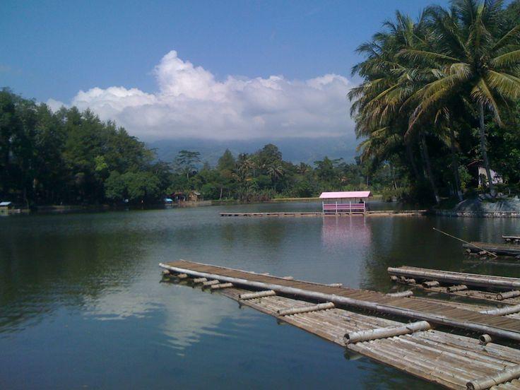 April 2012 || Danau di Candi Cangkuang, Garut