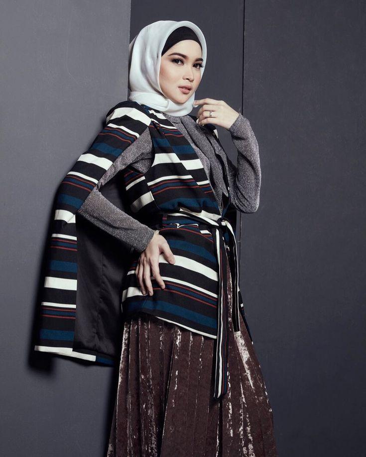 "842 Suka, 6 Komentar - Anita Yasmin (@anitayasmin) di Instagram: ""photo by @mariophotographie fashion stylist by @iwanlatiff make up by @obbymakeup"""