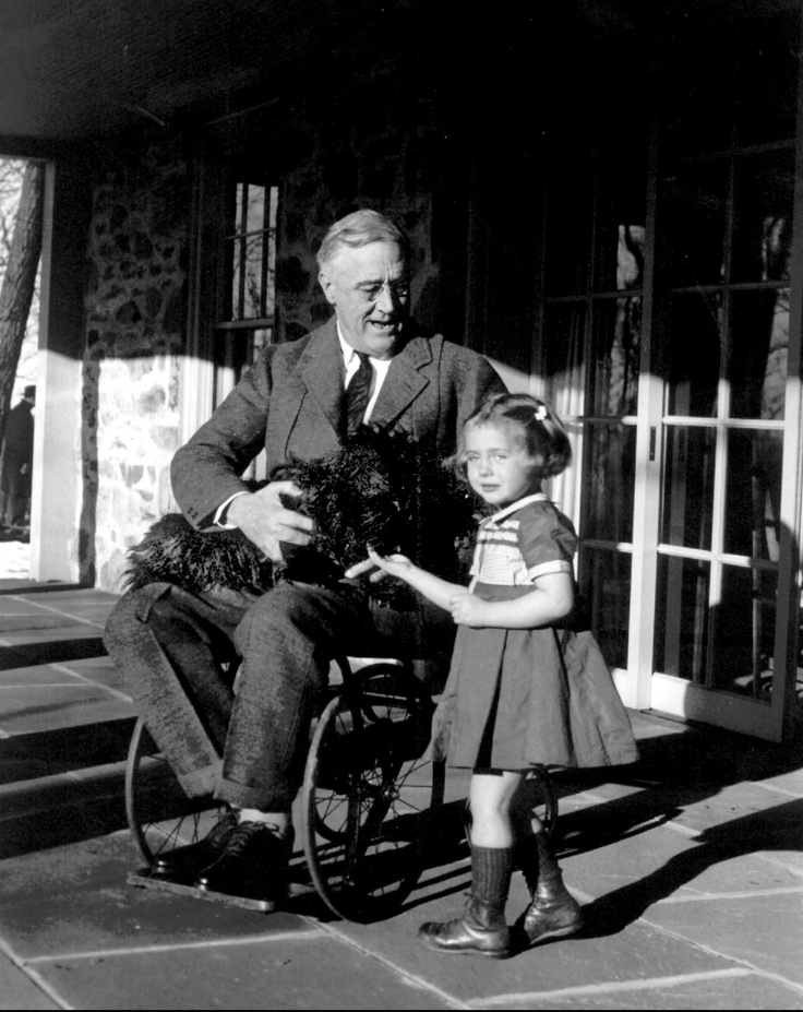 best fdr images franklin roosevelt eleanor wheelchair bound president franklin roosevelt holds his black scottish terrier fala while talking to ruthie bie granddaughter of the caretakers of the hill