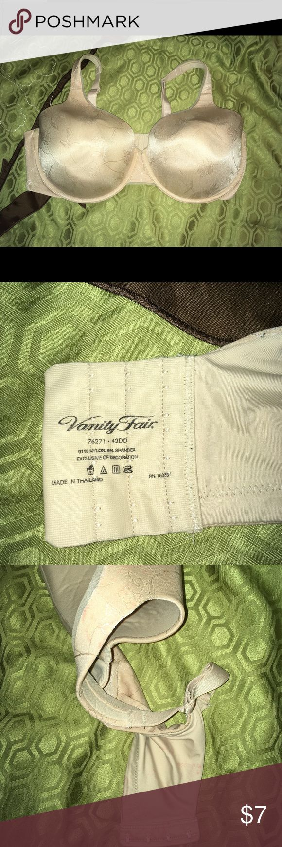 Vanity Fair Cream Bra 42DD Cream colored lined cup Vanity Fair bra size 42DD. Underwire. Good condition. Does have some discoloration on one side strap and band. Vanity Fair Intimates & Sleepwear Bras