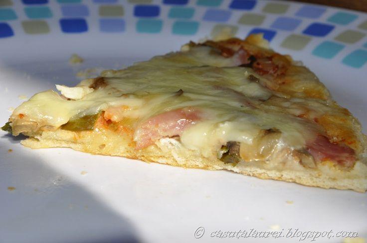 Reteta perfecta de blat subtire de pizza ( poate fi si gros - dupa dorinta) pizza pregatita de Laura din Casuta Laurei