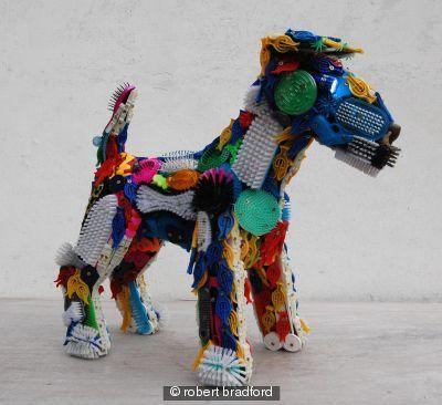 Cachorros Feitos de Materiais Reciclados