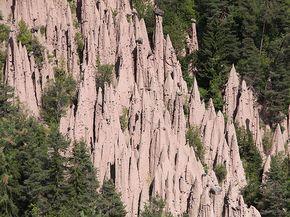 Die Rittner Erdpyramiden erreichen eine Höhe von bis zu 30 Metern.