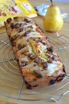 Voilà un petit moment que j'ai préparé ce cake , les poires ne sont donc plus vraiment de saison, mais n'hésitez pas à les remplacer par des poires au sirop bien égouttées. Pour un moule de 28 cm: Pour la pâte 125 g de beurre 3 oeufs 1 gousse de vanille...