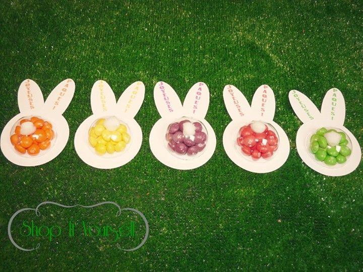 Idée de cadeau d'invité pour Pâques. Kit de réalisation en vente sur le site.  Lapin, skittles.  Idea of favors for Easter. Bunny skittles. DIY