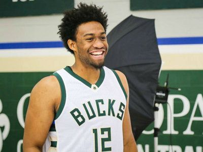 Bucks forward Jabari Parker loves the Milwaukee County Zoo and Onassis, the giant Amazon river turtle.