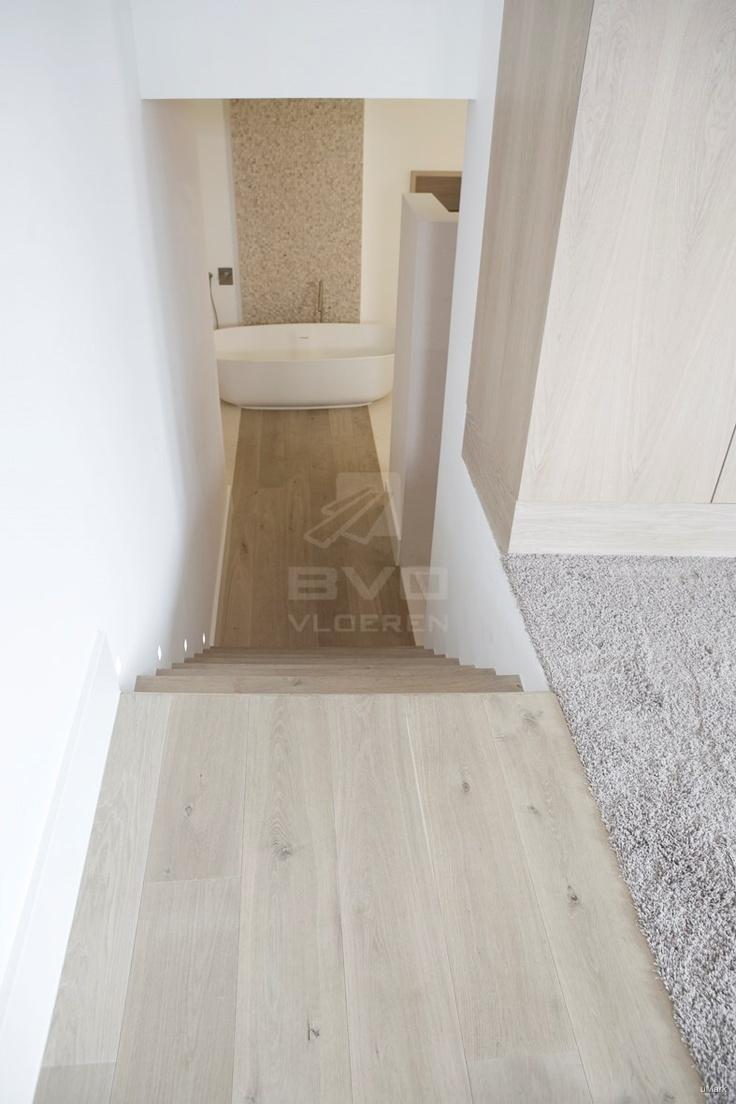 25 beste idee n over witte eiken vloeren op pinterest eiken vloeren en lichte houten vloeren - Badkamer houten vloer ...