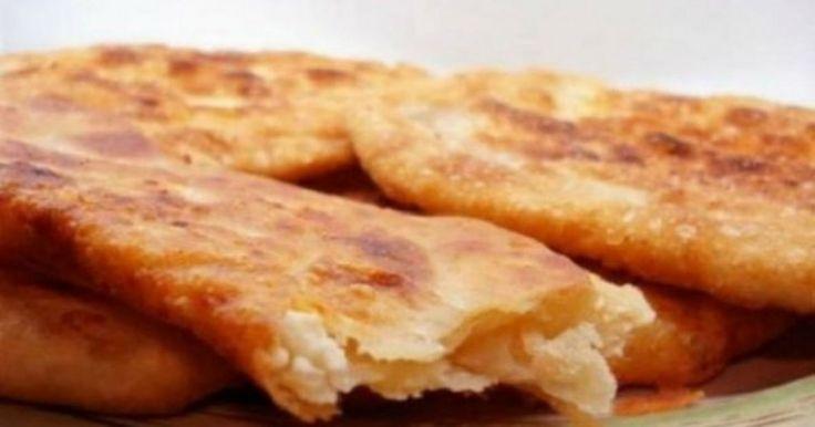 Όπως και να το πει κανείς…τηγανόψωμο, τυρόψωμο ή τυροπιτάρι…το αποτέλεσμα είναι το ίδιο. Το «ταπεινό» ψωμο-τύρι εν τη ενώσει του! Υλικά ½ κιλό αλεύρι για όλες τις χρήσεις 1 φακελάκι ξερή μαγιά 2 κ.σ. ξύδι 2 κ.σ. λάδι 1 ½ κούπα χλιαρό νερό Αλάτι ½ κιλό φέτα σε τρίμματα Ελαιόλαδο για το τηγάνισμα Εκτέλεση Ζυμώνουμε