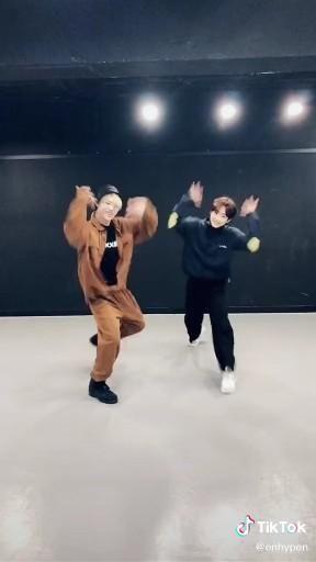 Tiktok Enhypen Jungwon Ni Ki Dance Txt Blue Hour Moment Video Australian Boys Disney Fan Art Beautiful Boys
