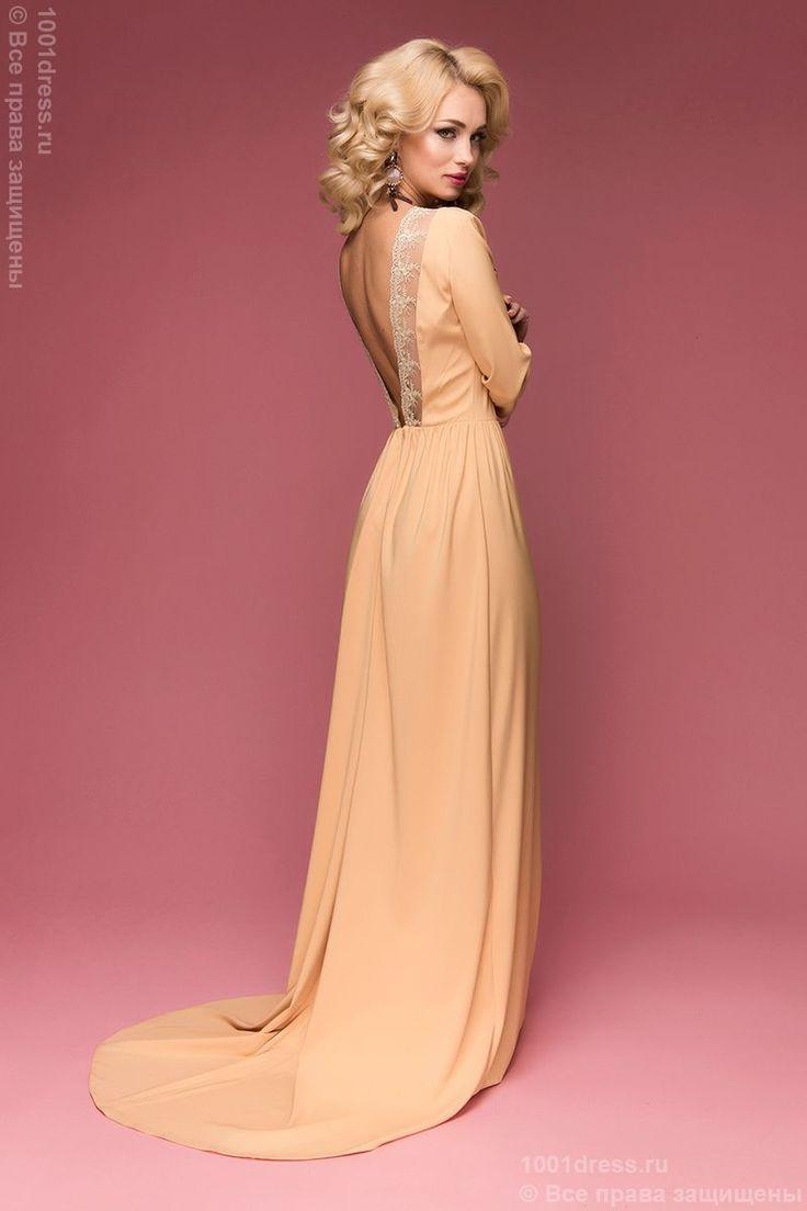 фото Золотое вечернее платье в пол с открытой спиной и шлейфом