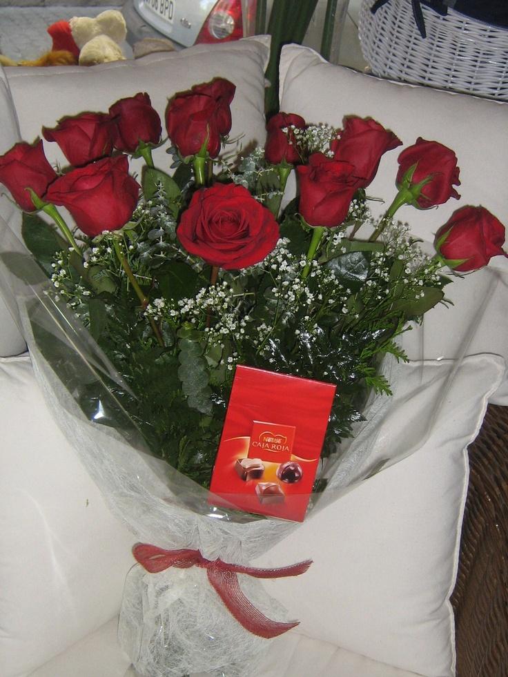 San Valentin: 12 rosas con bombones de 70 cm por 45 euros  Publica anuncios gratis en internet #Sevilla #España