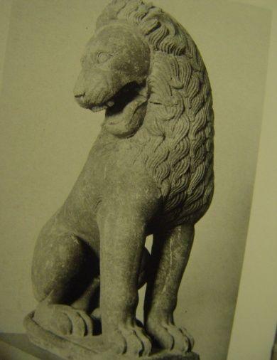 Лев из Перахоры, первая половина VI в. до н.э., Бостон  -выполнена из известняка  -декорирована грива, пластичная линия  - прорисованы усы  - ненатуроподобное изображение