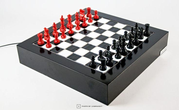 """Επιτραπέζιο φωτιστικό σκάκι βιτρό """"black and red"""" - Unbrandit"""