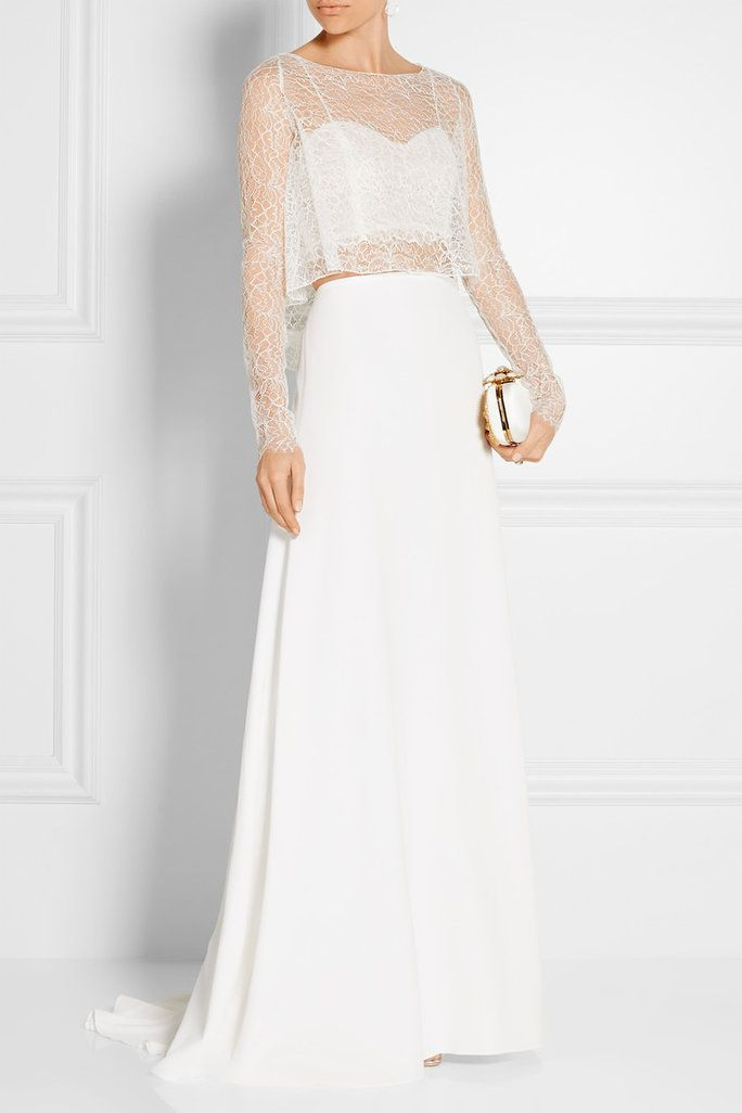 Click here to see the most gorgeous wedding dresses for petite women.