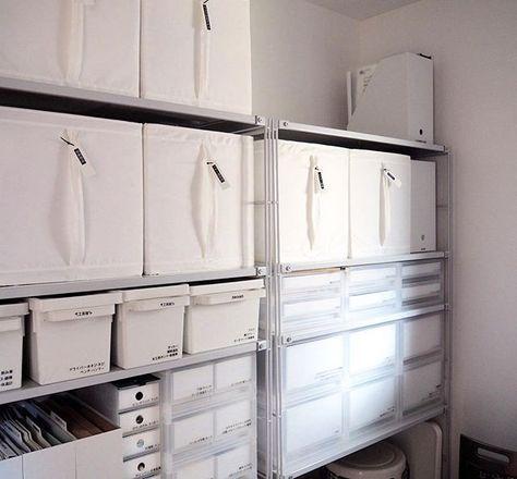"""Instagram media by iebiyori - 収納の予約席 ・ 納戸には無印のスチールラックが2台。 右のラック最上段は空いていますが ここには夫の単身赴任グッズを置いています。 IKEAのSKUBB2つ分にまとめたグッズを そのまま赴任先に送っているので 単身赴任中の今は空きスペースに。 ・ ここはずーっと空いているけど 戻ってきたときに置き場がないと困るし 急に単身赴任が決まったときに あれこれ必要なものを揃えるのは大変なので 単身赴任グッズを一箇所にまとめる このスペースは""""必要な空き""""になります。 ・ なんて言いつつ、たまにこの空きスペースが 勿体無いなぁと思うことがあるんですけどね ・ ・ #整理収納 #予約席 #納戸 #無印良品 #無印良品の収納 #スチールラック #ポリプロピレンケース #ポリプロピレン #IKEA #イケア #skubb #整理収納アドバイザー #殿堂入り収納 #ラベリング #ピータッチ #ピータッチキューブ"""