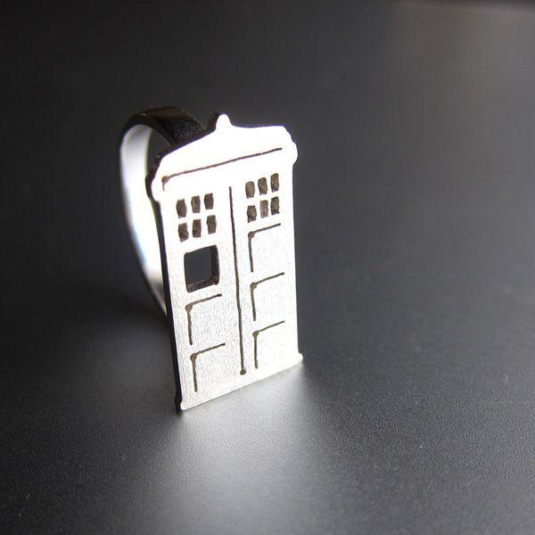 Doctor Who , cabina telefónica , TARDIS - anillo  de Sonriendo anillo de plata platero y joyería por DaWanda.com