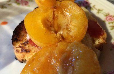 Brochette d'abricots et sa brioche tiède