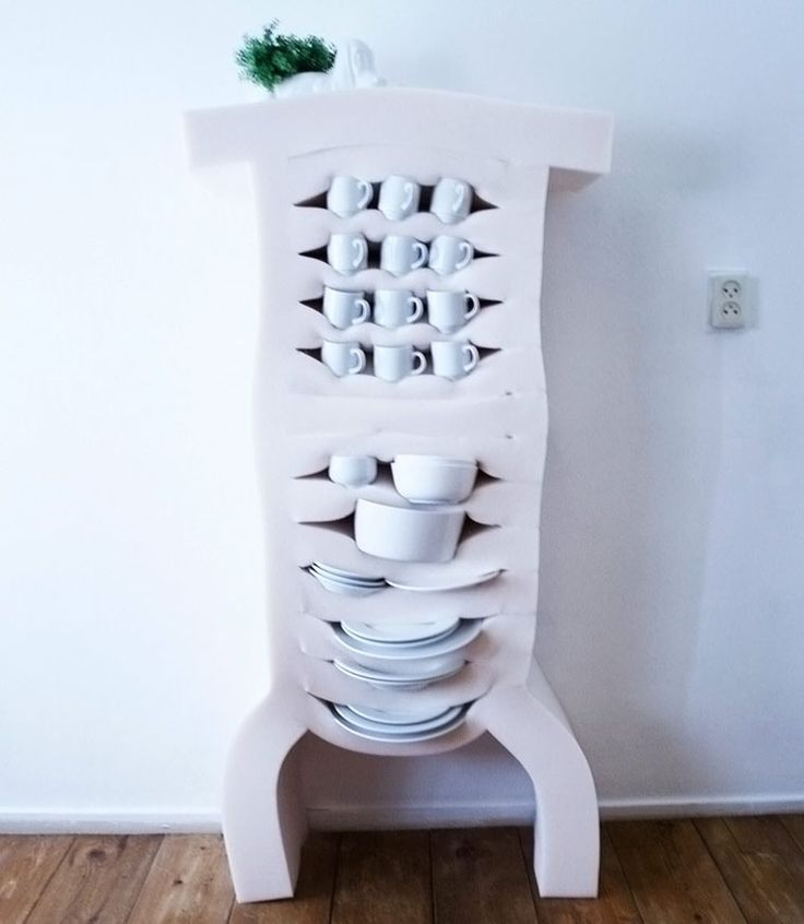 Storing cups and plates