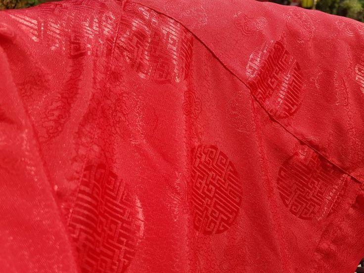 Wonju - Veste Tradicional Budista - Blusa em Seda Vermelha  Manga Largura: 19cm  Comprimento Blusa: 53cm  Largura Blusa: 65cm  Feita em Jacquard.  Importada do Nepal
