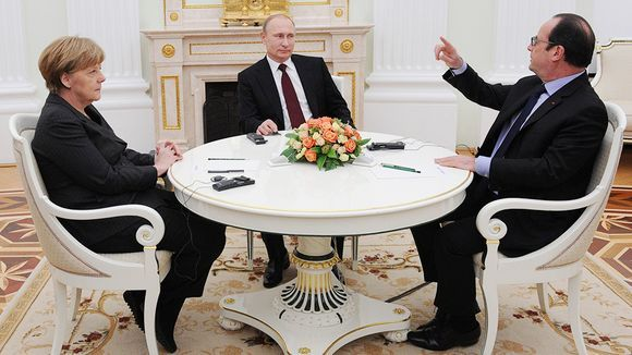 Angela Merkel, Vladimir Putin ja Francois Hollande tapaavat Moskovassa.