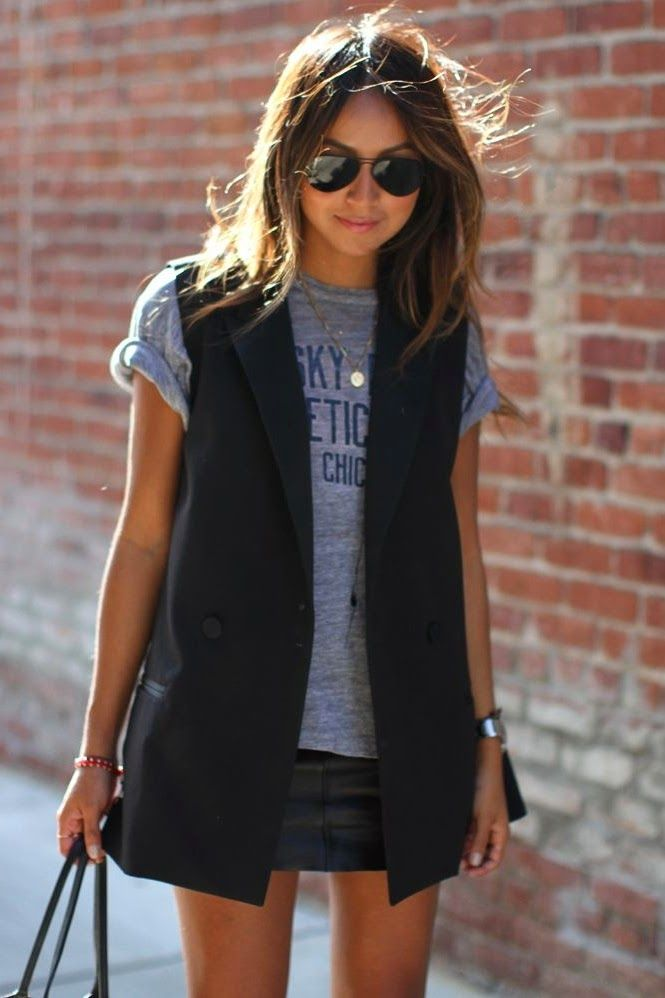 Casual black sleeveless blazer look.
