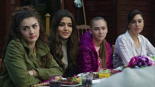 Pin By Svetlana On عشق ودموع حطام Paramparca Beautiful Girl Face Turkish Beauty Turkish Actors
