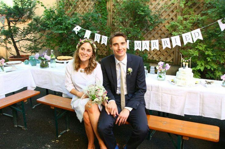 Low Budget DIY Hochzeit mit im eigenen Hinterhof  #freie #trauung #hochzeit #diy #low #budget #hochzeitsredner #hinterhof #hochzeitsreportage