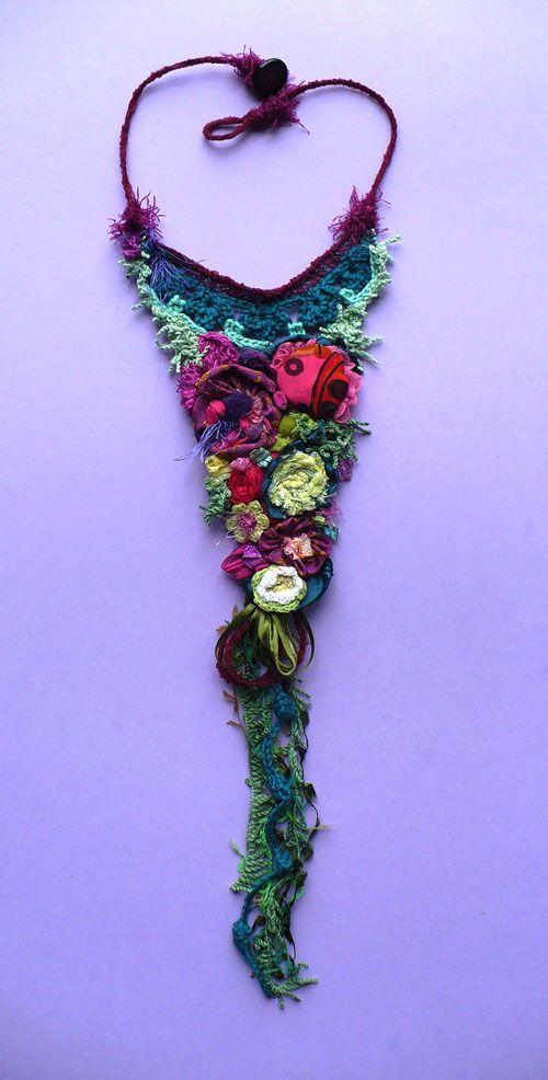 Collana realizzata con elementi a crochet ed inserti di stoffe con grammature diverse. Inspiration...WOW  Arricchita ulteriormente da alternanze di passamaneria e filati materici.