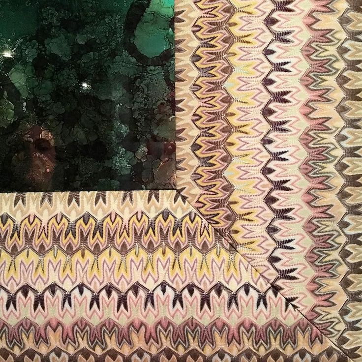 And this shows the frame by Missoni @fashiontextilemuseum so clever and effective and the mirror glass itself coloured with a distressed patina just beautiful! #inspiration #research #multicoloured #fashiontextilemuseum #missoni #missonihome #knitwear #knittersofinstagram #colour #pattern #mirror #frame #interiors #exhibition #italianinteriors #textiles by sophiestellerstudio