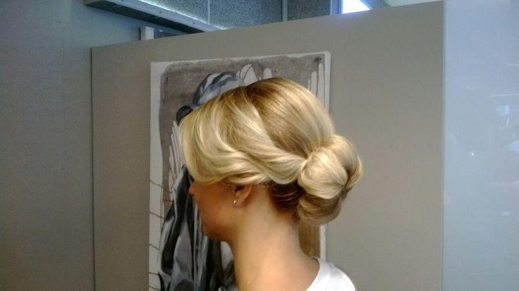 #bun #mediumhair #nlonde #prom  #tukkatalo