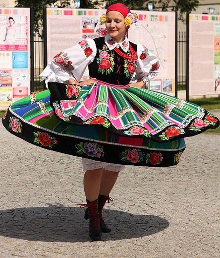 Traditional costume from Łowicz. http://www.polskiekrajobrazy.pl/Felietony/85:Lowicz_Boze_Cialo.html