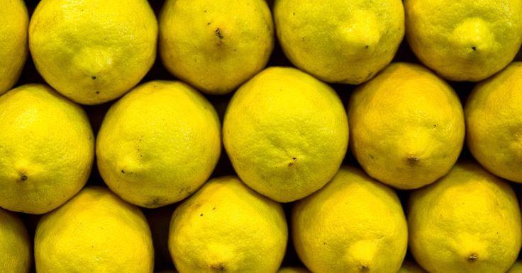 Molhos de limão para petiscos. Molhos dão um sabor extra e umidade para pratos de petiscos em geral. Na cozinha francesa, François La Varenne inventou o conceito de ''molhos de mãe'', o qual inclui bechámel, velouté e hollandaise, nos anos 1700. Alguns molhos conhecidos utilizam a acidez picante do limão para complementar os outros sabores do prato. Molhos de limão para ...