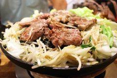 赤身のお肉には脂肪を燃焼する成分が沢山含まれているということで赤身肉が改めて注目されていますがお肉にも身体を温めるものと身体を冷やすものがあります 羊肉ラムなど寒い地域でよく食べられている肉は温めるチカラが強いです  身体を温める肉 羊肉鹿肉牛肉鶏肉赤身の肉   身体を冷やす肉 豚肉 肉は全般的に体を温める食べ物ですがその中では豚肉が冷やす傾向にあります 沖縄や鹿児島は豚肉が有名温かい地域で好まれているのも理由があるのです  また豚肉に限らず脂肪脂身の部分は冷やす傾向にあるので注意しましょう   身体を温めると冷え性対策になり免疫力も上がり風邪を引きにくくなります また基礎代謝も上がるので新陳代謝も良くなります 代謝が上がるとお肌もトラブルなく内側から潤ってきます これから本格的に寒くなる季節を目前に身体のためにもお肌のためにも身体を温めることをおススメします   お肌が潤うアルシーの自然派化粧品 http://althem.net/   HPはコチラ http://www.yuubi.co.jp/   #アルシー #ゆう美 #美容 #美肌 #潤い #オールインワン #自然派…